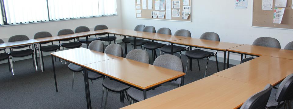 Regular_bracknell_-_classroom_2_slide