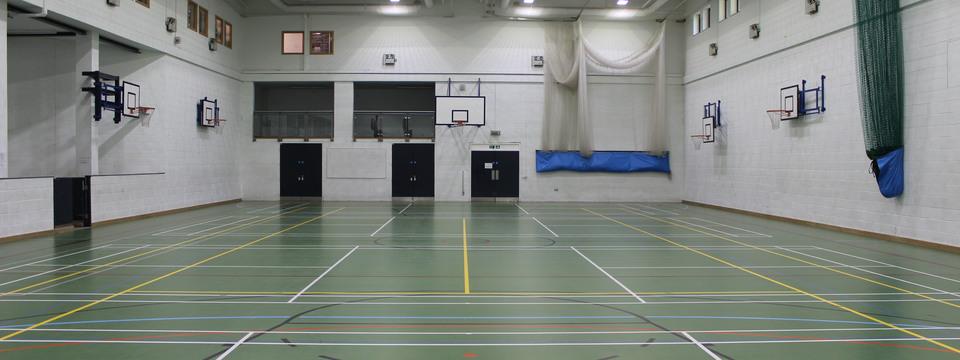 Regular_hull_-_sports_hall_slide