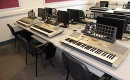 Thumb_harefields_-_music_room_4_th