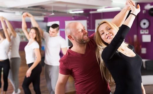 Regular_adults_dance_class
