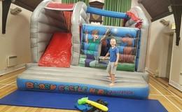 Thumb_bouncy_castle_2