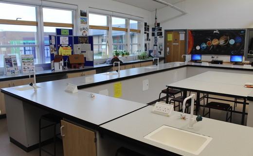 Regular_gateway_-_science_room