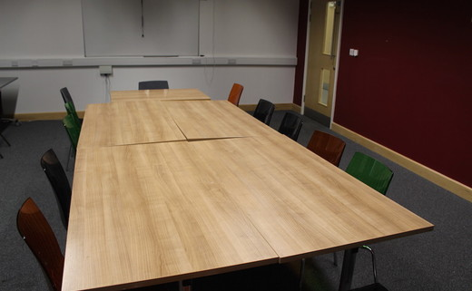 Regular_hayfield_-_conference_room_1