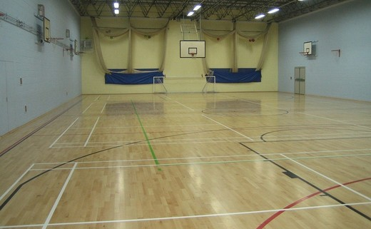 Regular_hayfield_-_sports_hall_2