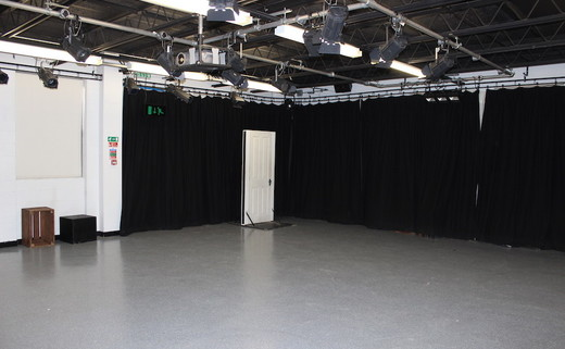 Regular_drama_room