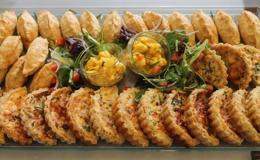 Regular_freshly-made-finger-buffet-savouries-1024x682