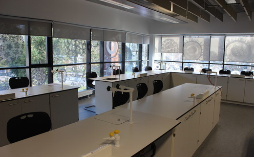 Regular_utc_camb_-_science_classroom__2_