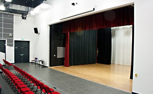 Regular_main_hall_stage_small