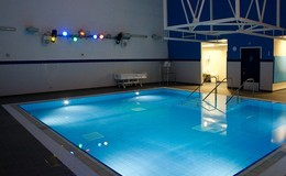 Thumb_hydro_pool_and_lights_small