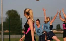 Thumb_netball_team_action_4_small