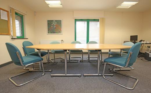 Regular_riverside_meeting_room_-_3jpg