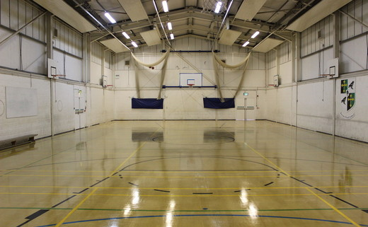 Regular_ravenswood_-_sports_hall_1