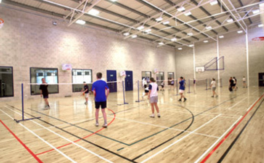 Regular_games_hall_people_badminton