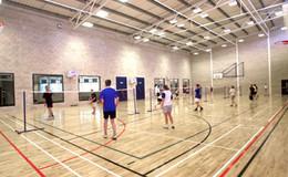 Thumb_games_hall_people_badminton