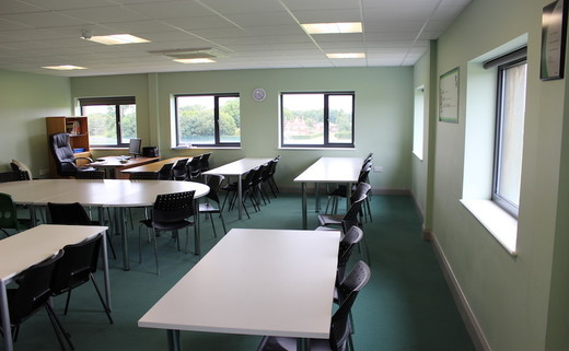 Regular_ravenswood_-_6th_form_classroom__3_