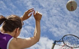 Thumb_1-female-playing-netball