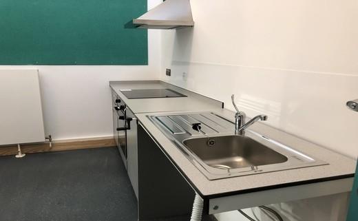 Regular_spill_out_kitchenette_2_r29jpg