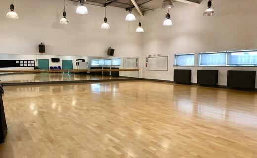 Regular_dance_studio_2