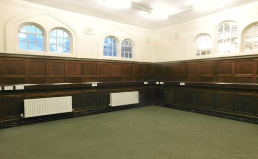 Regular_chapel_empty_space