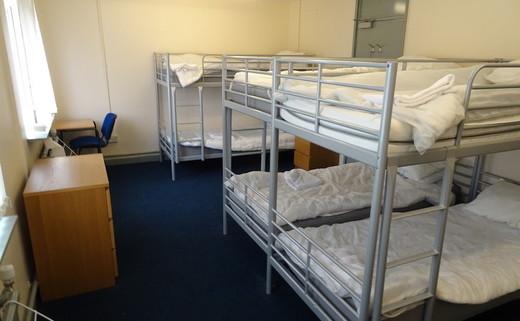 Regular_dls-_accomodation_bedroom_large_th