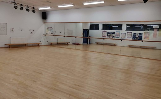 Regular_dance_studio_1