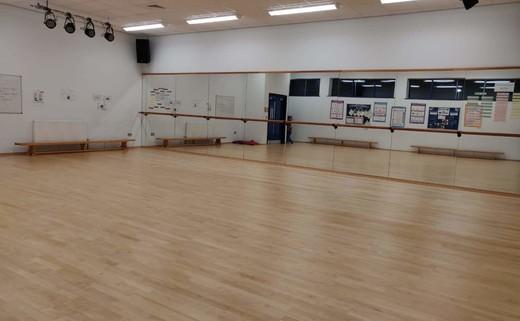 Regular_dance_studio_1