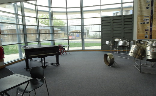Regular_ark_burlington_danes_-_performing_arts_atrium_2
