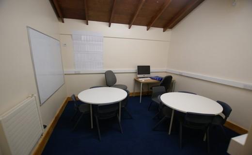 Regular_meeting_room_edited_dn