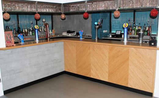 Regular_room_1_-_licenced_bar