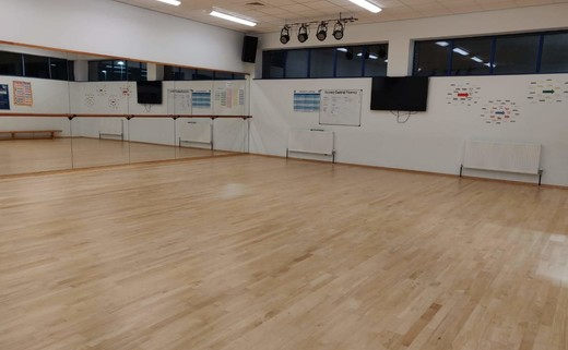 Regular_dance_studio_2