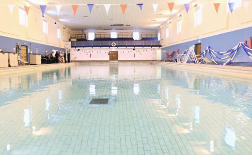 Regular_swimming_pool_1040_x_642