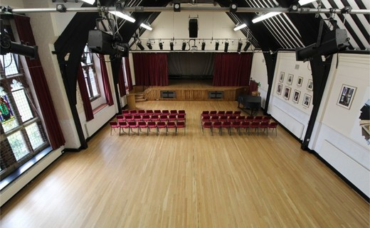 Regular_queens_school_-_main_hall