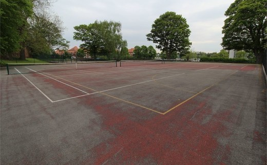 Regular_queens_school_-_tarmac_muga