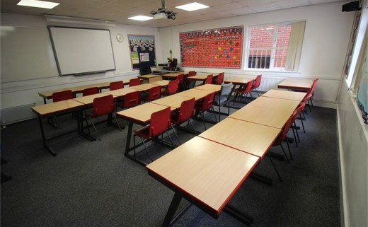 Regular_queens_school__senior__-_classroom