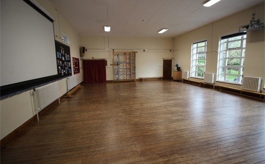 Regular_queens_school__lower__-_hall_2