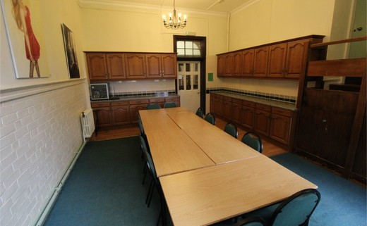 Regular_queens_school_-_meeting_room