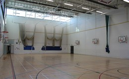 Thumb_sports_hall_cricket