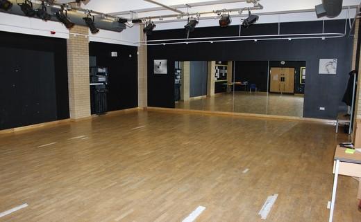Regular_dance_studio_edit