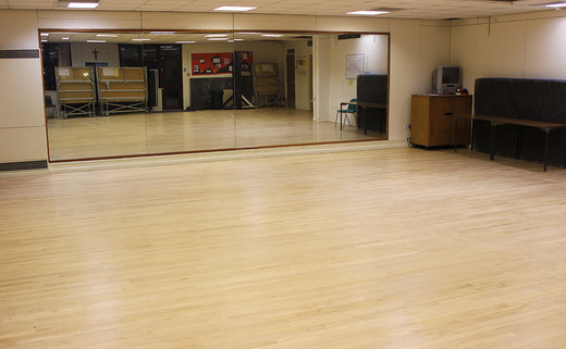 Regular_dance_studio_1040x642
