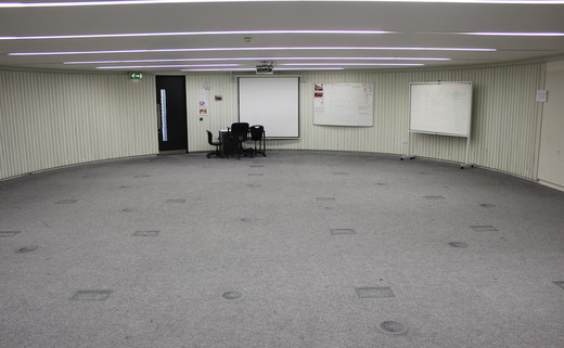 Regular_langley_seminar_or_drama_room_pic_1_th