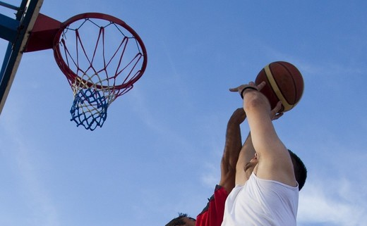 Regular_outdoor_basketball_2