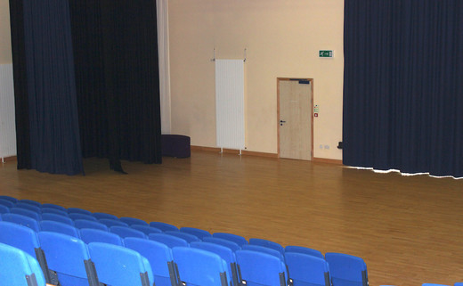 Regular_barnsley_-_main_hall_3_th