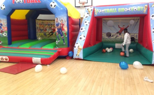 Regular_bouncy_castle___soccer_shoot_out