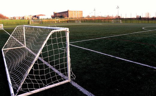 Regular_footballpitch1