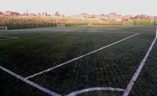 Regular_footballpitch3