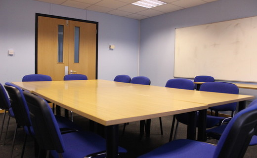 Regular_putteridge_meeting_room_52_th
