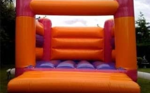 Regular_adult_bouncy_castle
