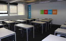 Thumb_crest_-_classroom_thumbs