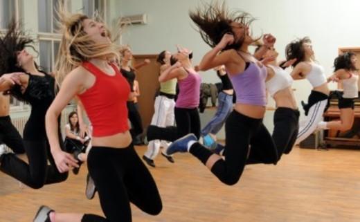 Regular_cropped-dance-class-jumping