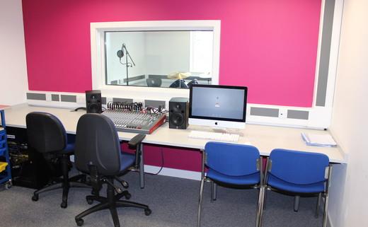 Regular_oasis_media_-_recording_studio_th